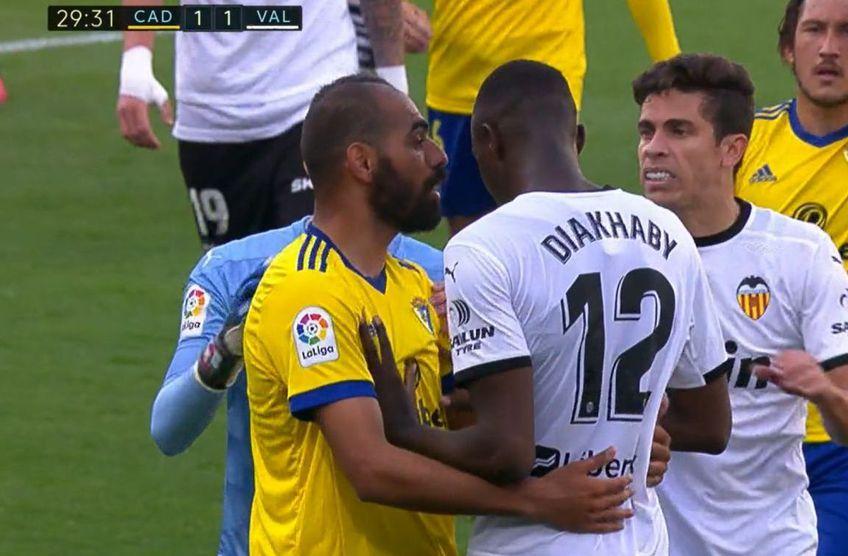 Pe transmisiunea internațională a meciului Cadiz - Valencia 2-1 se aude cum Juan Cala, fundașul gazdelor, folosește o apelare rasistă la adresa lui Mouctar Diakhaby.