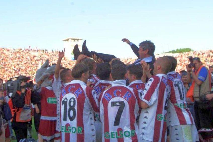 Mircea Lucescu, purtat pe brațe de fotbaliștii campioanei Rapid