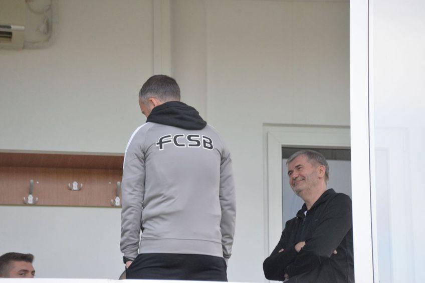 Valeriu Iftime și Mihai Stoica au fost surprinși discutând în lojă, înaintea meciului FC Botoșani - FCSB, scor 1-3.
