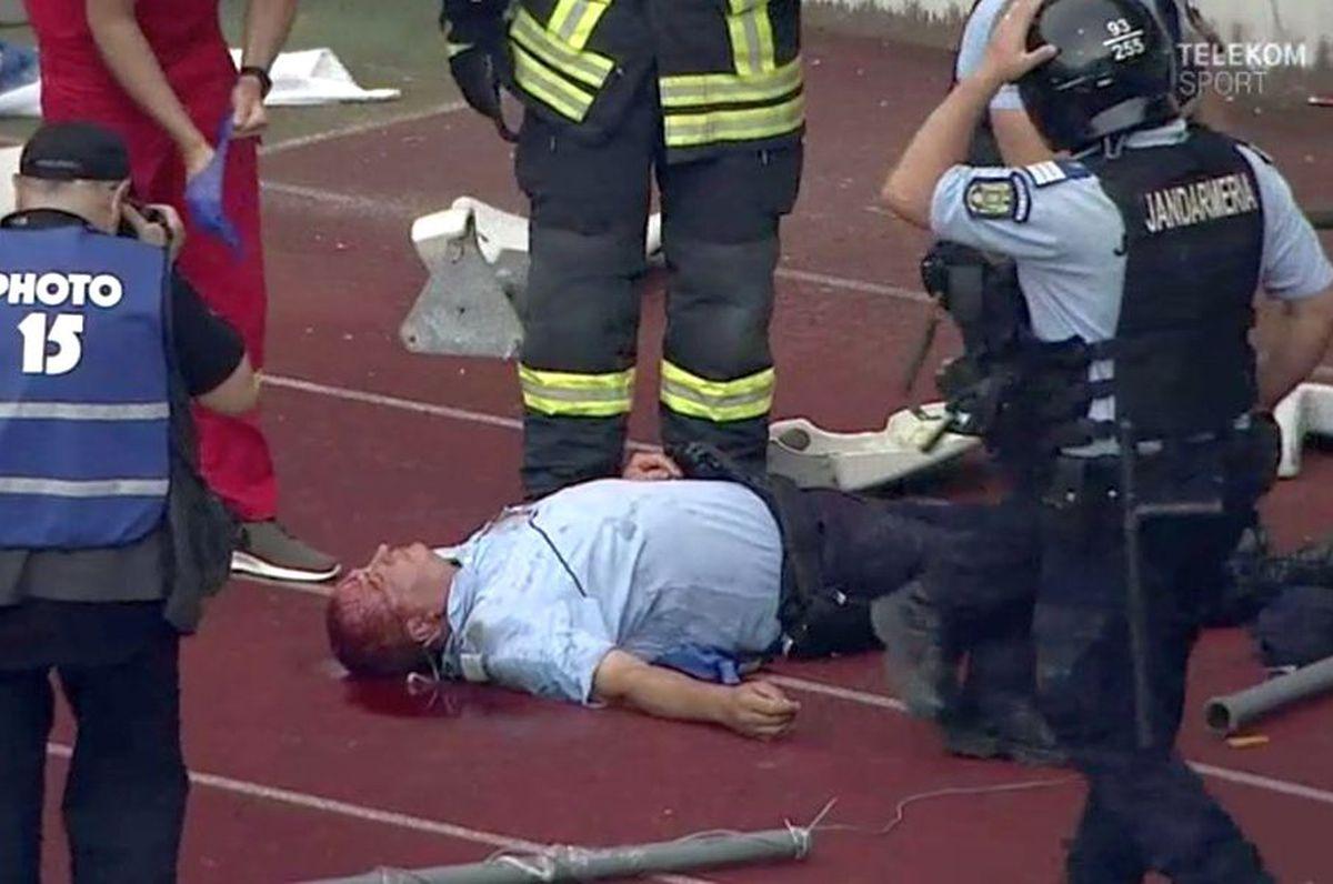 Fanul lui U Cluj care a lovit un jandarm cu scaunul, pedepsit dur de Tribunal! Condamnat la 7 ani și 6 luni de închisoare