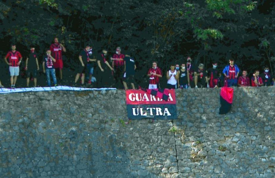 CSM Reșița a avut parte de un sprijin însemnat la partida cu Petrolul, în ciuda faptului că suporterii sunt interziși în continuare pe stadioane.   FOTO: Captură Digisport 1