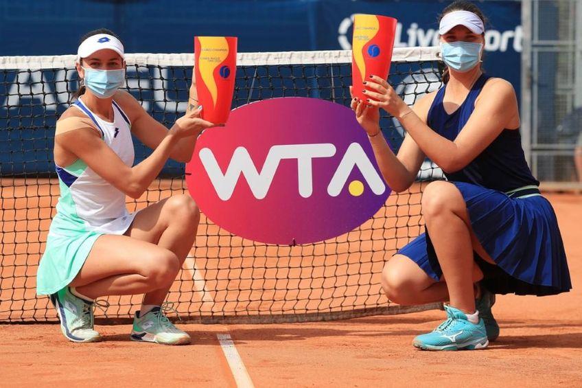 Andreea Mitu și Lidia Morozova cu trofeele de al Praga FOTO Praga Open