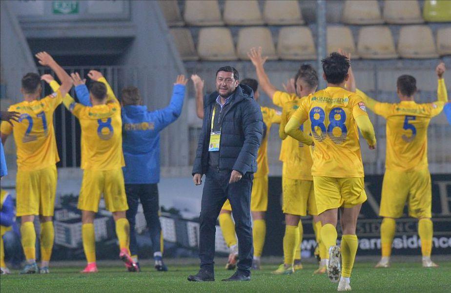 Petrolul a câștigat derby-ul cu Rapid, scor 2-0. Viorel Moldovan (48 de ani) a dedicat victoria fanilor ploieșteni. FOTO: Cristi Preda