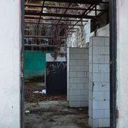 Locul unde altădată erau grupuri sanitare e acum doar o zona plină de deșeuri