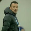 """În minutul 38 al meciului dintre FCSB și Clinceni, Toni Petrea, antrenorul roș-albaștrilor, a fost avertizat de """"centralul"""" Lucian Rusandu."""