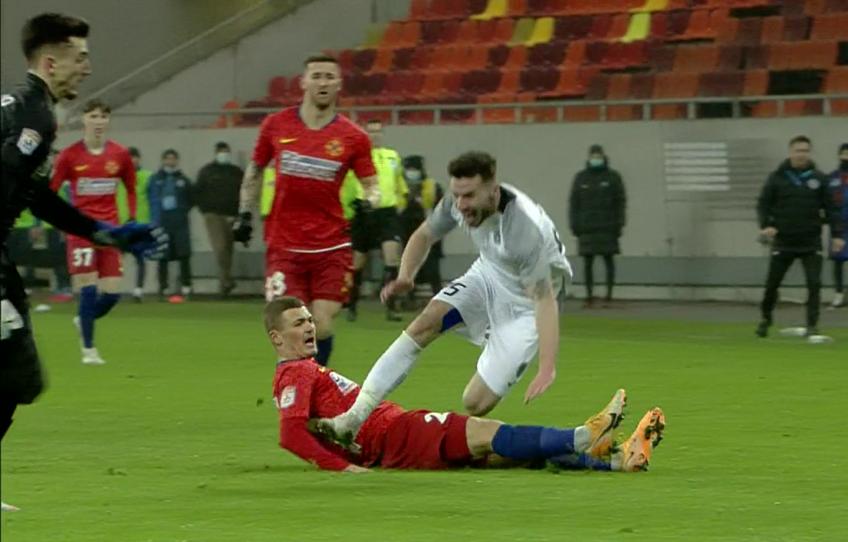 """În minutul 63 al meciului dintre FCSB și Clinceni, la 0-1, """"centralul"""" confruntării de pe Arena Națională a avut de judecat o fază controversată."""