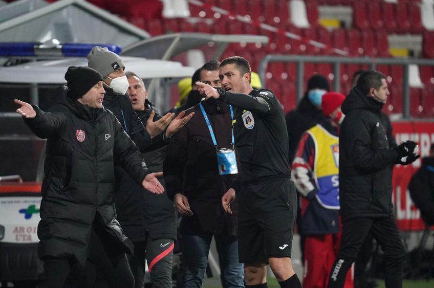 Oficial, Edi Iordănescu, 42 de ani, antrenorul lui CFR Cluj, a fost eliminat în partida cu UTA (1-0) din cauza faptului că a depășit suprafața spațiului tehnic FOTO: Alexandra Fechete