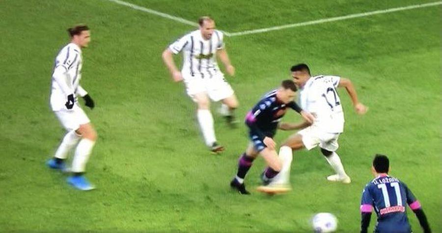 Momentul în care Alex Sandro l-a faultat pe Zielinski FOTO Captură Sky Sports