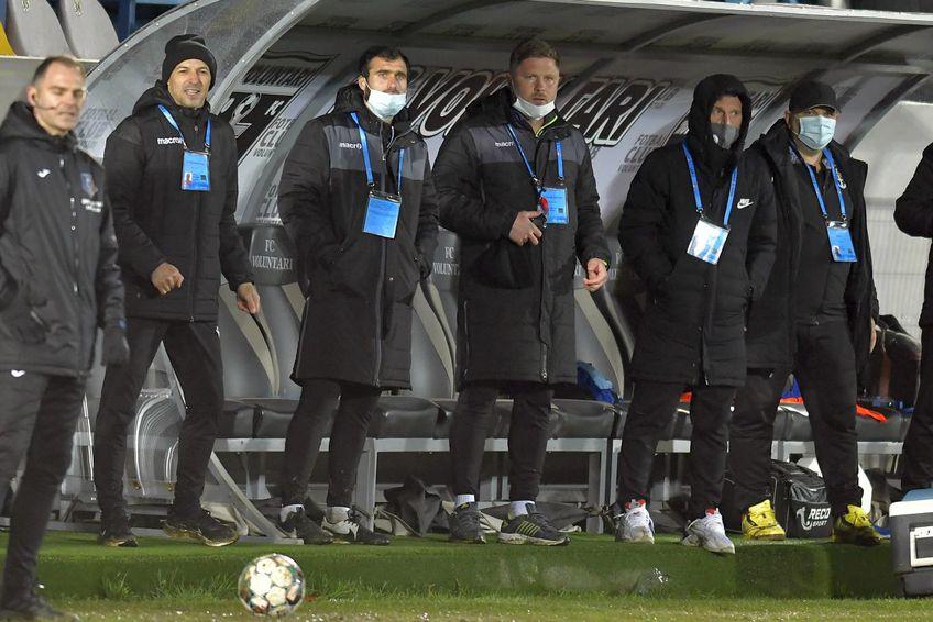 Bogdan Andone (al doilea din stânga) și staff-ul său de la FC Voluntari // foto: Imago