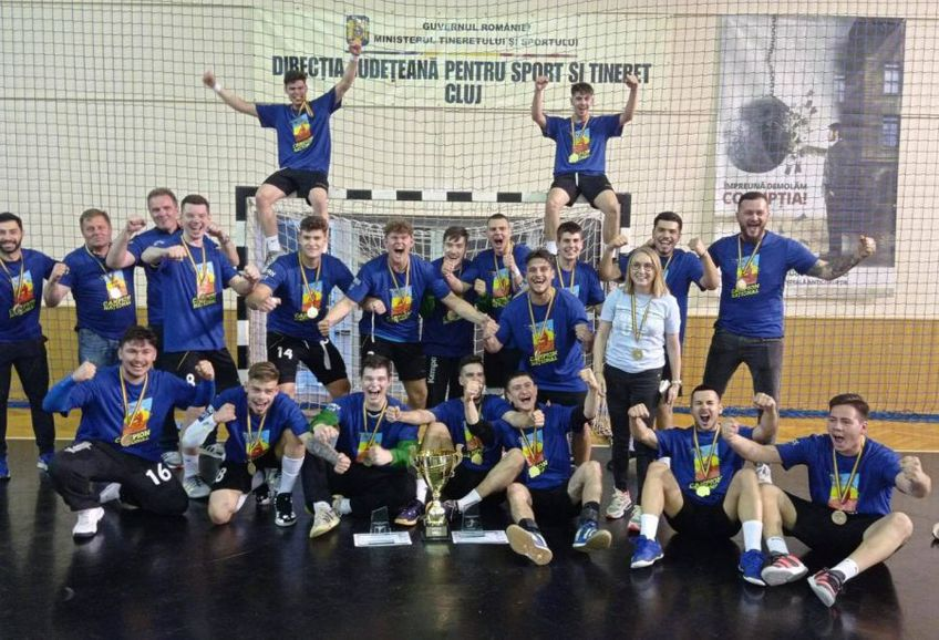 Echipa de juniori I a CSM București, campioana națională. Iulian Stamate (primul din dreapta, sus) FOTO CSM București