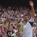 Goran Ivanisevic salutând publicul de la Londra în 2001 FOTO Guliver/GettyImages