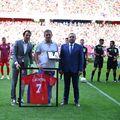 Steaua a retras astăzi numărul 7, cel în care Marius Lăcătuș (57 de ani) a făcut istorie. Momentul emoționant a avut loc înaintea amicalului cu OFK Belgrad.