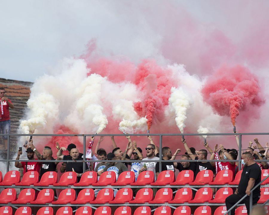 Imagini ca la derby-urile argentiniene la Arad FOTO Facebook