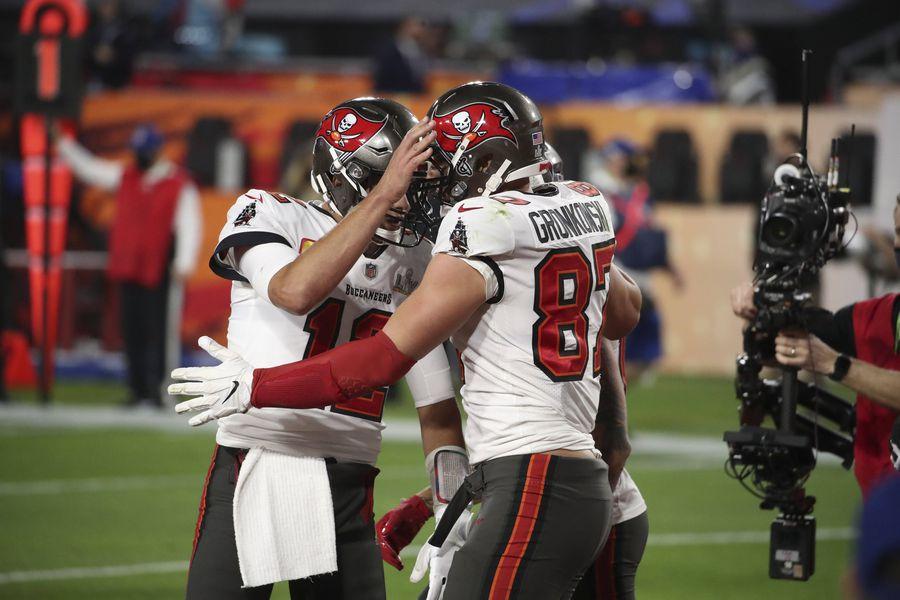 Tom Brady și Rob Gronkowski sărbătoresc un nou touchdown FOTO Imago