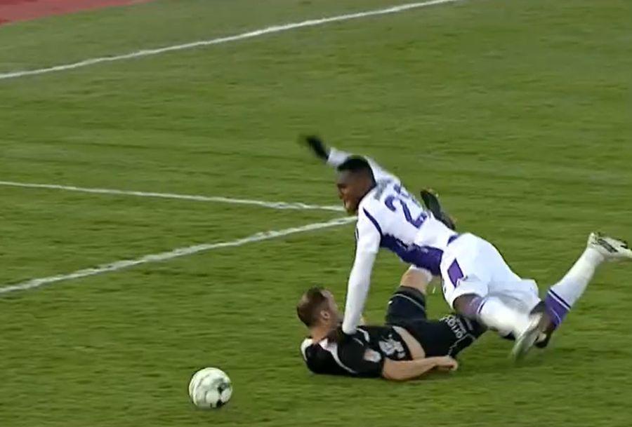 Momentul în care Frăsinescu îl faultează pe Malele iar Rusandu nu acordă penalty / Captură Digi Sport