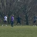 Mourinho are grijă de condiția fizică a jucătorilor. În medalion, cei trei de la Spurs făcând stretching