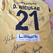 Marica a donat și tricoul lui Daniel Niculae de la  «Centenarul fotbalului românesc», cu autografele tuturor participanților, tricou câștigat de Marica la licitația caritabilă de după eveniment