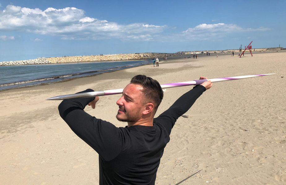 Alexandru Novac (24 de ani) deține recordul României la aruncarea suliței, cu o performanță de 86,37 metri. E un rezultat care i-ar aduce calificarea la Jocurile Olimpice