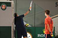 """Daniil Medvedev și-a bătut joc de serviciul decisiv al """"sfertului"""" cu Stefanos Tsitsipas » Grecul e în semifinalele Roland Garros 2021!"""