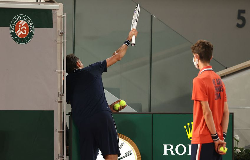 Stefanos Tsitsipas (22 de ani, 5 ATP) s-a calificat în semifinalele Roland Garros 2021. Grecul a trecut de Daniil Medvedev (25 de ani, 2 ATP), scor 6-3, 7-6(3), 7-5.