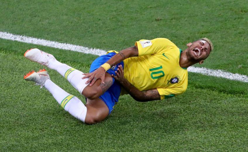 Neymar suferind o accidentare în naționala Braziliei // Sursă foto: Getty
