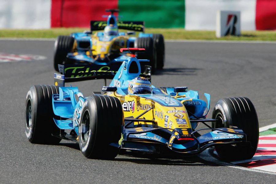 Fernando Alonso în monopostul Renault în 2006, în fața coechipierului Giancarlo Fisichella Foto Guliver/GettyImages