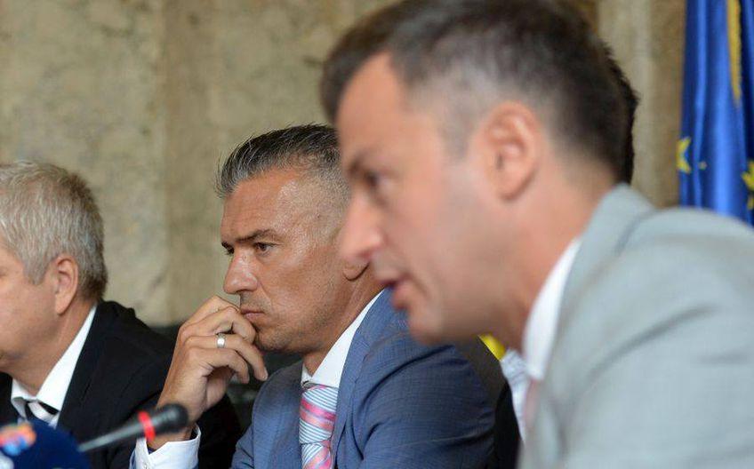 Ovidiu Burcă (dreapta) nu mai este directorul general al Rapidului.