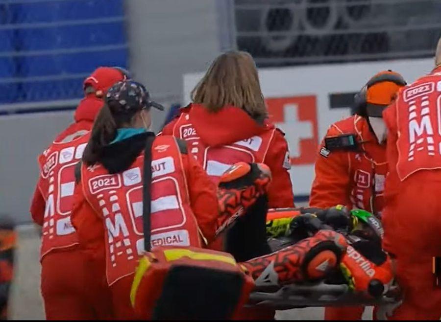 Imagini din infern în MotoGP! » Accident grav în Austria, motocicletele celor doi piloți au luat foc!