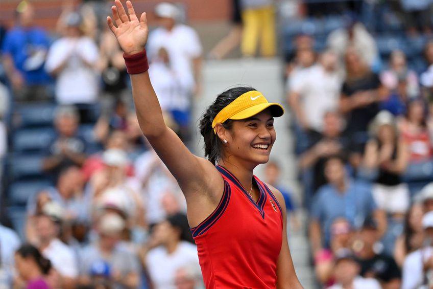 Emma Răducanu are motive să zâmbească: la doar 18 ani, e calificată în sferturi la US Open / Sursă foto: Imago Image