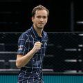 Rusul Daniil Medvedev (24 de ani, 5 WTA) l-a învins pe Alexander Zverev (23 de ani, 7 ATP) în finala turneului Master de la Paris, scor 5-7, 6-4, 6-1.