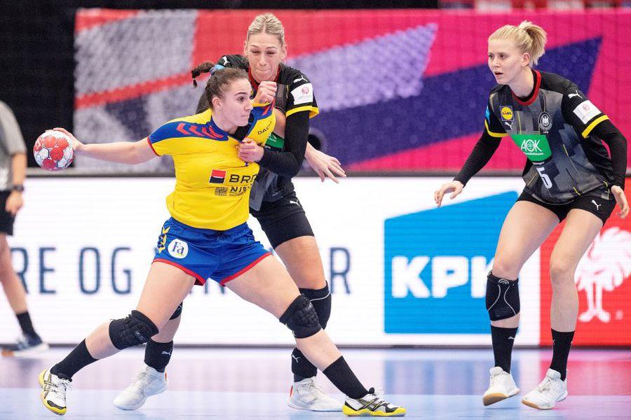 Andreea Popa în duel cu germancele Luisa Schulze și Kim Naidzinavicius Foto Imago