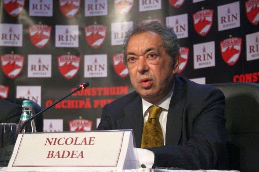 Nicolae Badea sprijină de la distanță supraviețuirea clubului. În poza din stânga, se observă logo-ul companiei sale (incercuit), Computerland, la acțiunile oficiale ale echipei