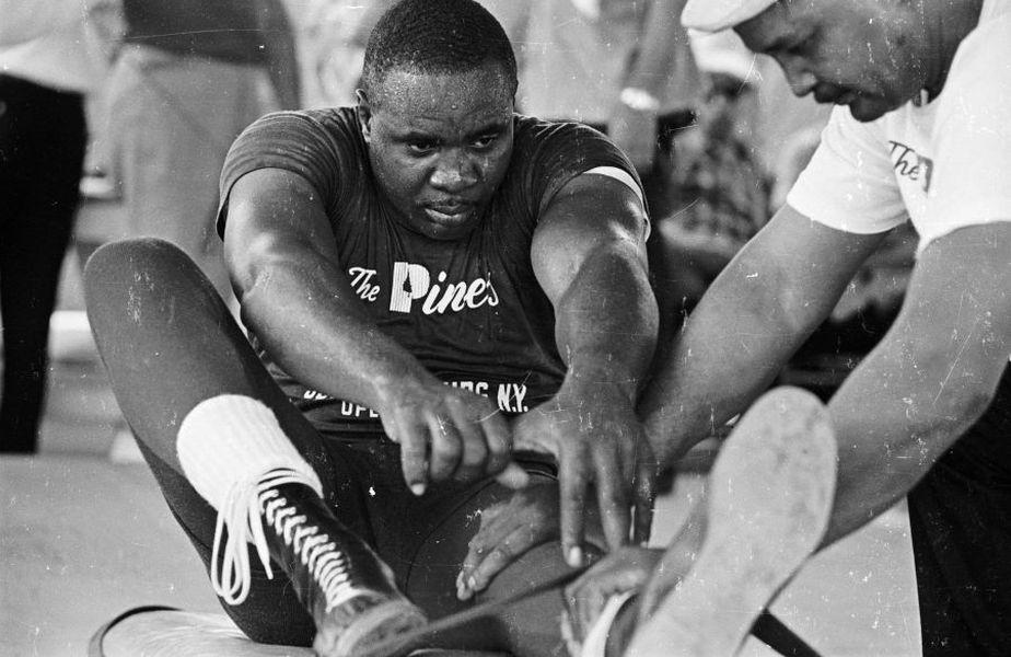 În 1962, Sonny Liston era un fost puşcăriaş manageriat de Mafie care cucerea titlul mondial după ce îl distrugea pe Floyd Patterson în 2 minute, foto: Guliver/gettyimgaes