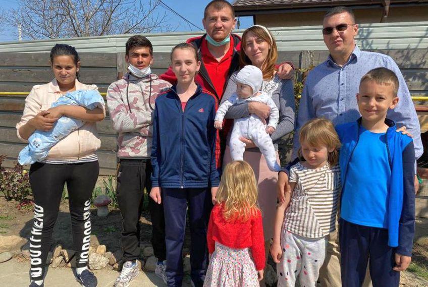Cătălin Moroșanu l-a ajutat pe Sergiu să își cumpere o casă // sursă foto: Facebook @ Cătălin Moroșanu