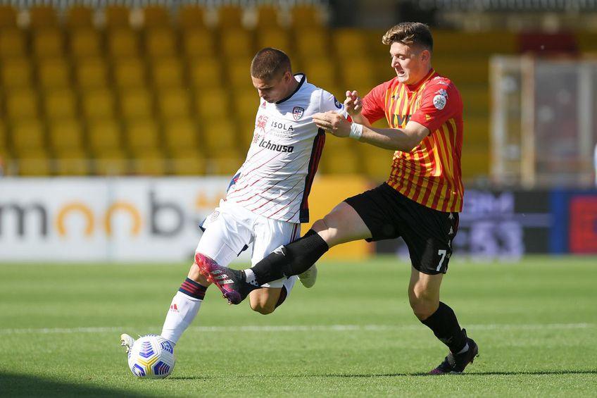 Răzvan Marin, în Cagliari - Benevento 1-3 // foto: Guliver/gettyimages