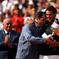 Rafael și Toni Nadal într-un moment emoționant, după câștigarea titlului cu numărul 10 la Roland Garros, în 2017 Foto Guliver/GettyImages