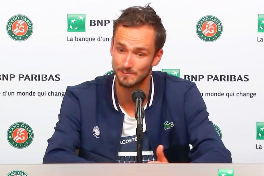 """Daniil Medvedev (25 de ani, 2 ATP) a fost eliminat în """"sferturile"""" de la Roland Garros 2021, 3-6, 6-7(3), 5-7, de Stefanos Tsitsipas (22 de ani, 5 ATP). În conferința oficială, rusul a lansat acuze serioase la adresa organizatorilor."""