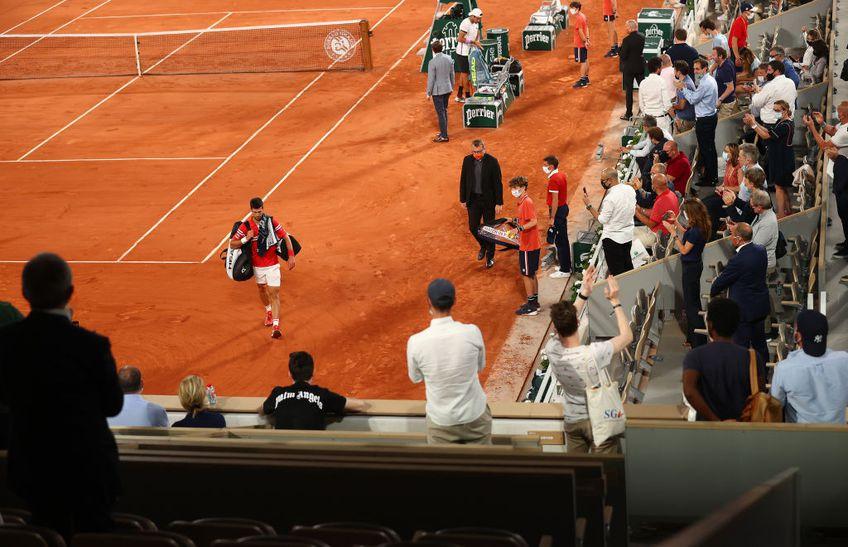 Sfertul de finală de la Roland Garros, dintre Novak Djokovic (1 ATP) și Matteo Berrettini (9 ATP) a fost întrerupt la scorul de 6-3, 6-2, 6-7(5), 3-2, din cauza fanilor de pe arena Philipe Chatrier.
