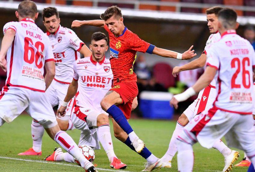 Cinci jucători de la Dinamo se luptă cu Florin Tănase //FOTO: https://www.facebook.com/FCSBOfficial/