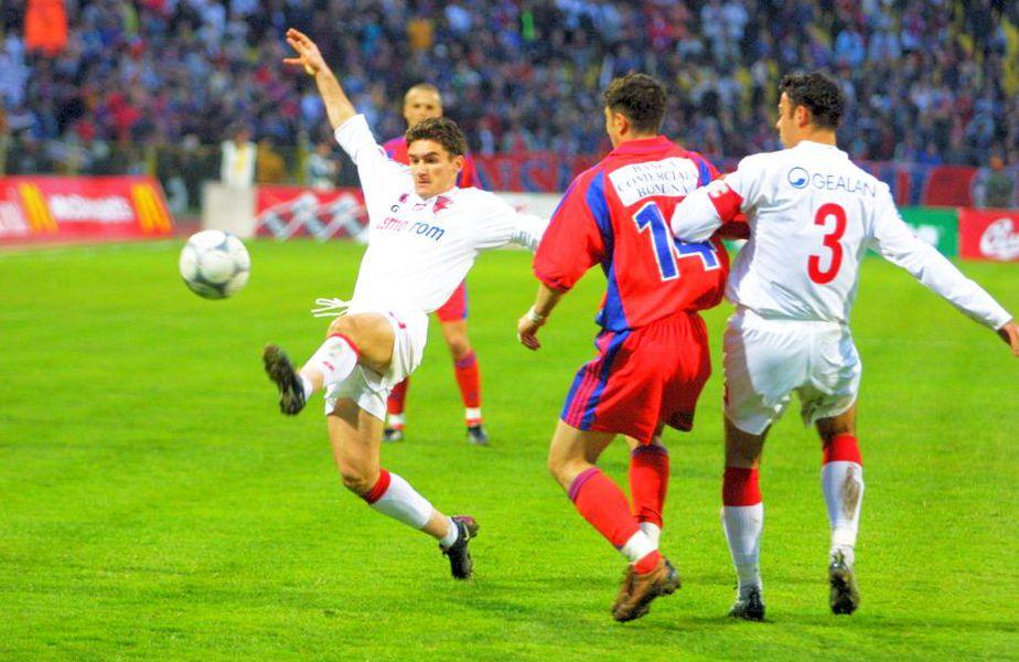 Ovidiu Stângă (la minge) a luat titlul cu Dinamo în 2002. Sursă foto: Arhivă Gazeta Sporturilor