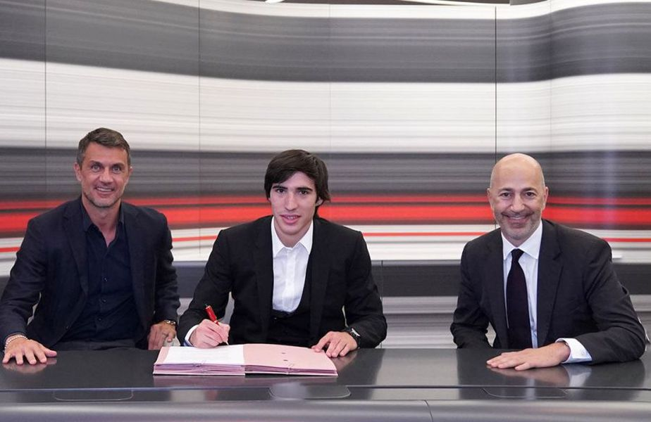 Sandro Tonali a fost împrumutat de AC Milan de la Brescia // foto: acmilan.com
