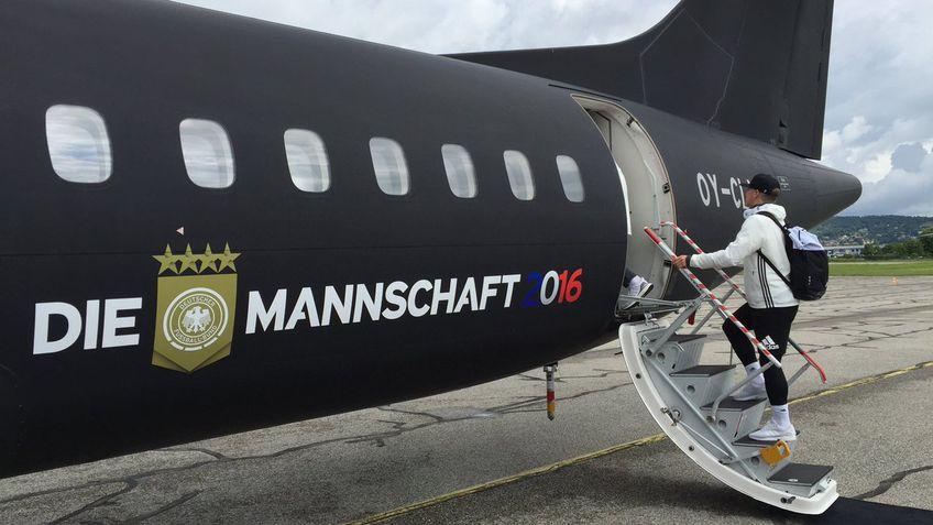 Spaimă în avionul naționalei Germaniei! // sursa foto: Twitter DFB