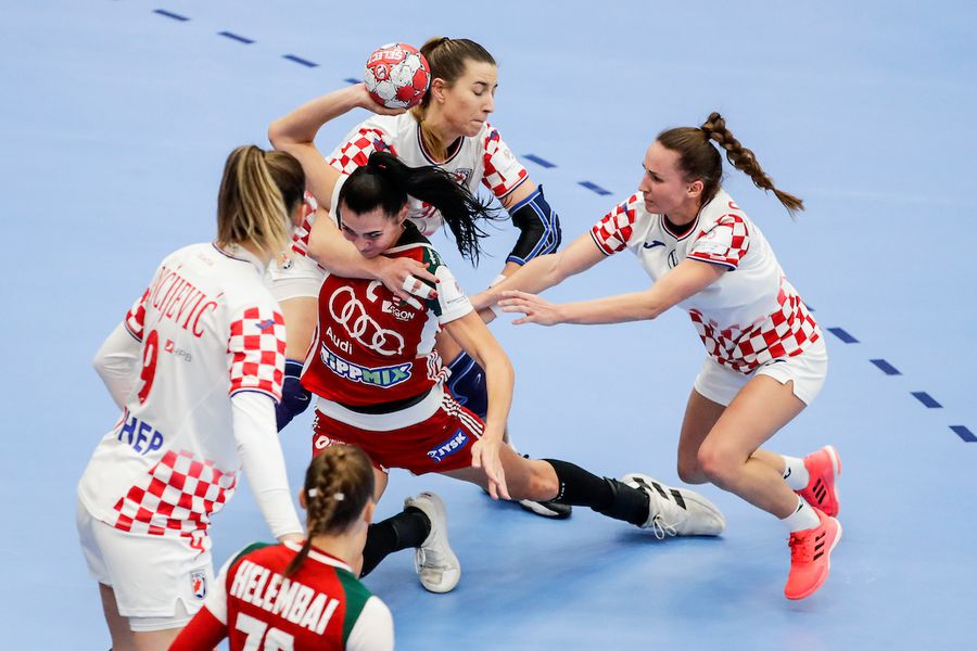 Croatele luptă pentru orice minge