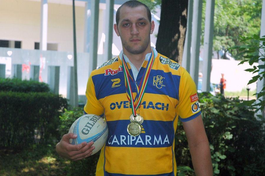 Remus Necula, în tricoul Parmei, cu medaliile câștigate în carieră. Are în palmares două Cupe ale Italiei (2008 şi 2009) şi o Supercupă a Italiei (2008)