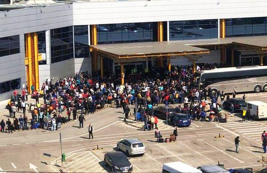 Imagini cu aglomerația de pe aeroportul din Cluj. foto: Clujul.ro