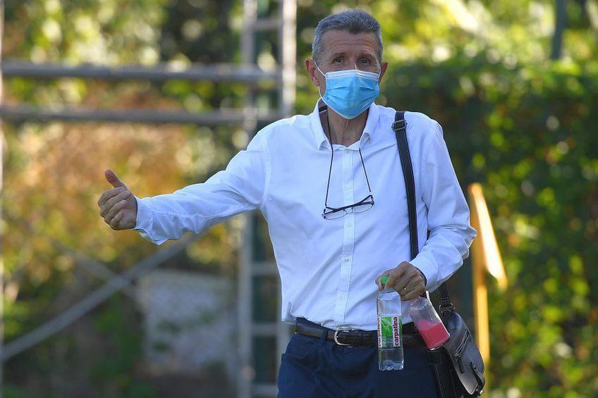 Gigi Mulțescu (69 de ani) s-a prezentat astăzi la ședința de recuperare a lui Dinamo, deși aseară anunța că se gândește serios la plecare.