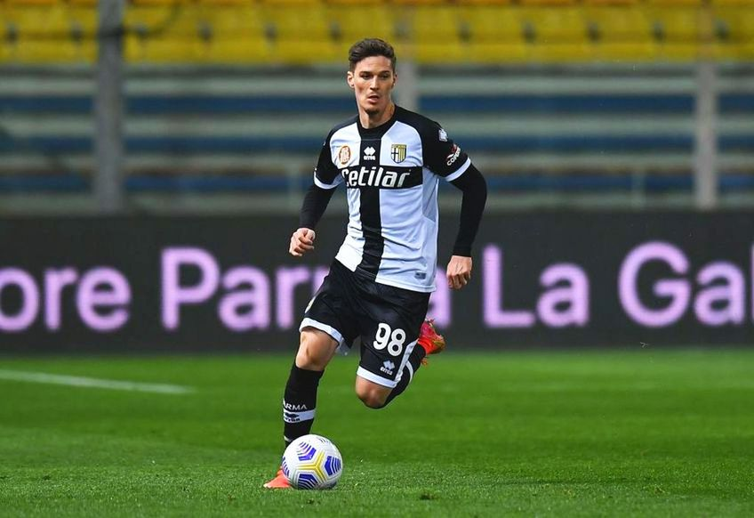 Dennis Man (22 de ani) a primit nota 6 pentru prestația din Parma - AC Milan, scor 1-3.