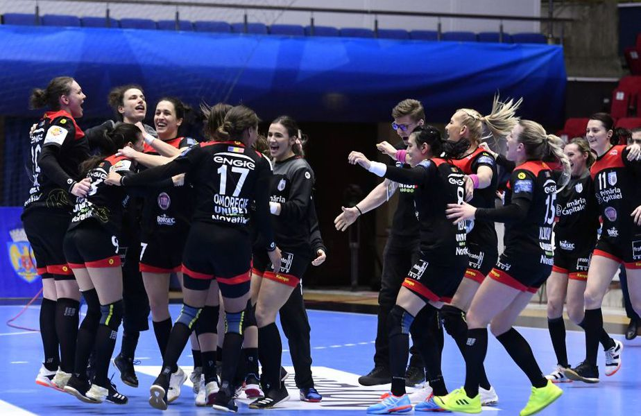 CSM București fusese omisă de federația europeană pe lista echipelor care au solicitat wild-card în Liga Campionilor. După trei ore de la știrea inițială, EHF a revenit