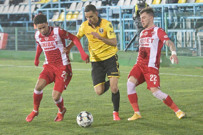 Jonathan Morsay (primul din stânga) ar putea continua la Dinamo // foto: Imago