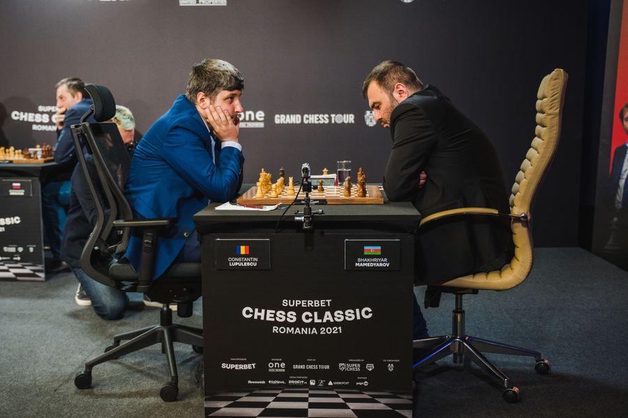 Se încinge lupta la vârful clasamentului Superbet Chess Classic Romania 2021: trei jucători conduc la egalitate, la jumătatea turneului